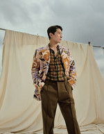 에이전트 H가 입은 재킷·셔츠·팬츠는 모두 드리스 반 노튼 by 분더샵 제품.