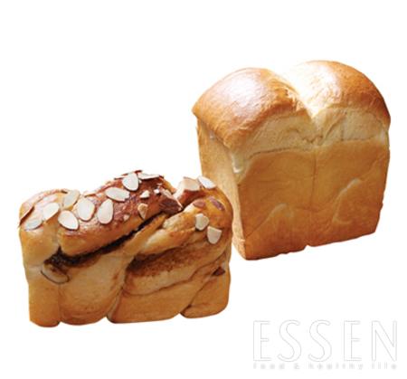 달걀과 우유가 듬뿍 들어가 부드럽고 고소한 라팡식빵(위). 헤이즐넛 커피와 아몬드가루, 시나몬 향이 가득한 커피시나몬식빵(아래).