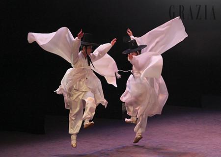 프랭크 게리는 동래학춤에서 영감받아 루이 비통 메종 서울 디자인을 완성했다.