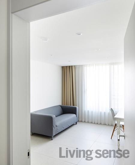 본래의 목적에 충실하게 꾸민 밝고 가벼운 집 - 리빙센스:RENOVATION