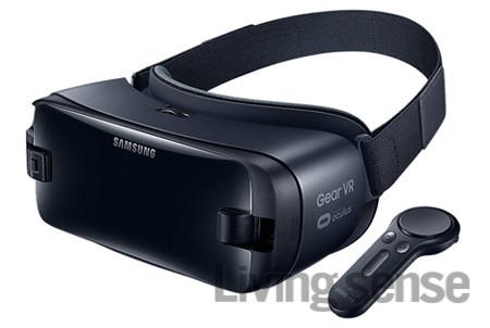 삼성전자와 오큘러스가 협력해서 만든 VR 헤드셋, '기어 VR with controller'. 갤럭시 S6 이후 모델과 연동해 컨트롤러로 더 많은 VR 콘텐츠를 즐길 수 있다. 14만9600원.
