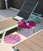 선 베드 옆의 미니 테이블은 김현호 씨가 직접 디자인했다. 김현호 씨는 가구 브랜드 Abudhabi Movement 론칭을 앞두고 있다.