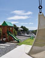 수영장 옆에 모래밭과 놀이터, 그네까지 있어 완벽한 아이들의 놀이 천국. 놀이터는 아마존에서 직구했다.