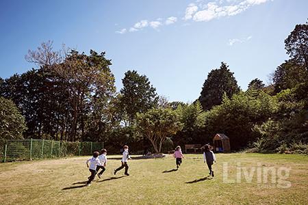 아이들은 넓은 자연의 품속에서 뛰놀며 에너지를 발산하고 마음이 넓은 사람으로 자라난다.