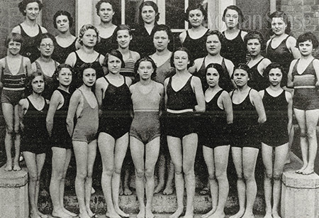 과거의 여자 수영팀.
